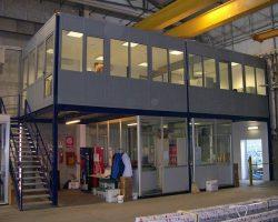 Soppalco uso ufficio con pareti modulari e controsoffitti
